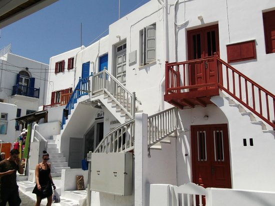 Cyclades Studios & Apartments: A street in Mykonos Town
