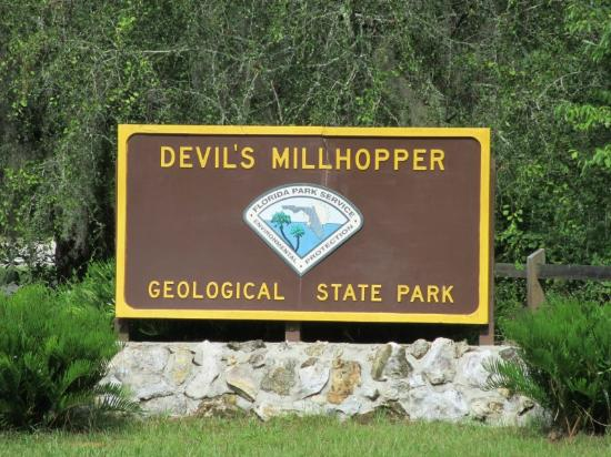 Devil's Millhopper Geological State Park: Park sign