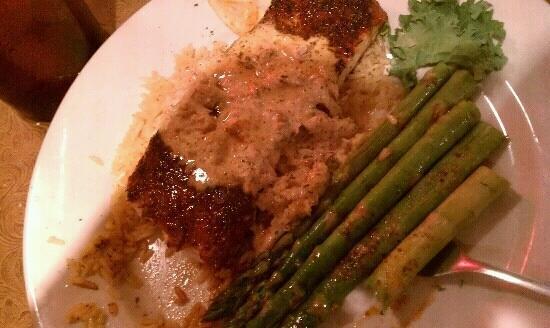 Castaways Seafood and Grill : Jays special, blackened mahi.