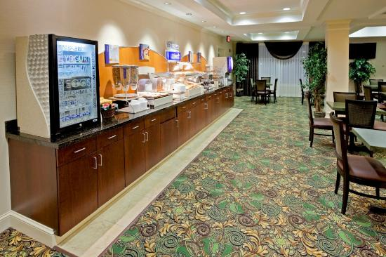 Holiday Inn Express & Suites Binghamton University-Vestal : Enjoy a hot and cold Express Start Breakfast Buffet!