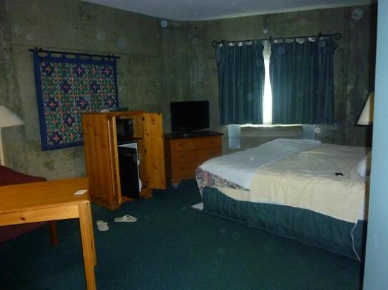 La Quinta Inn & Suites Irvine Spectrum: Chambre Standard Silo (taches dues à l'appareil)