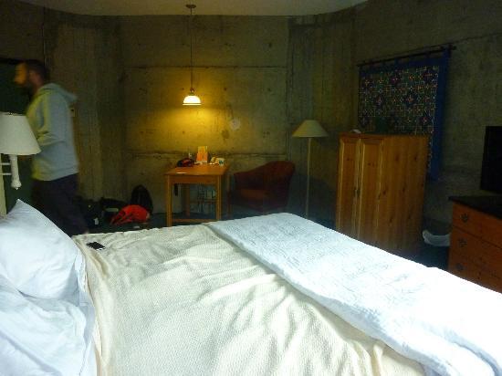 La Quinta Inn & Suites Irvine Spectrum: Lit et chambre