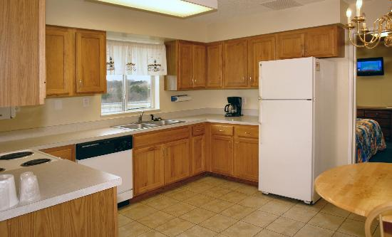 Motel 6 Newport: Suite- Kitchen
