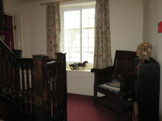 Old Brick Guesthouse: The lovely old staircase