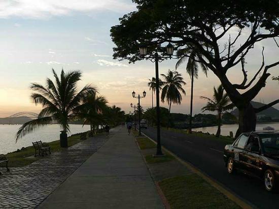 Amador Ocean View Hotel & Suites: causeway hotel area