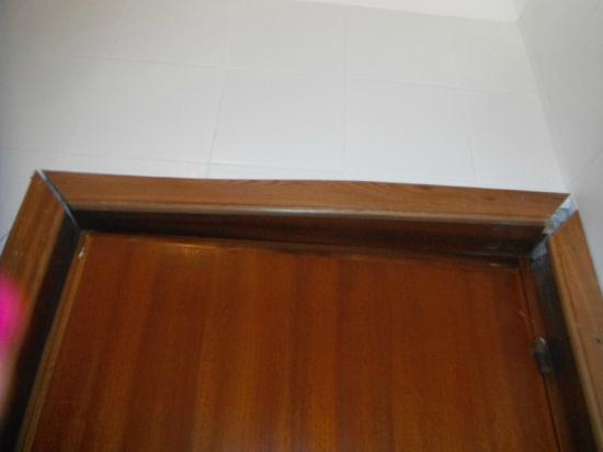 Residence Baia Turchese: Stipiti porta bagno