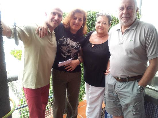 Casa da Falesia: I nostri ospiti Amorita e Felipe (da destra)