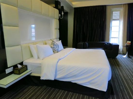 The Sterling Boutique Hotel Melaka : Queen size bed