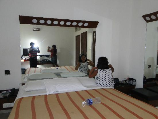 Lotus A Pondy Hotel: My children playing in the room