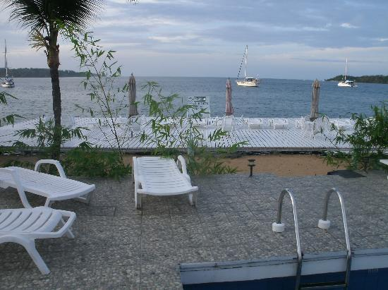 Hotel la Terraza: view of ocean from pool