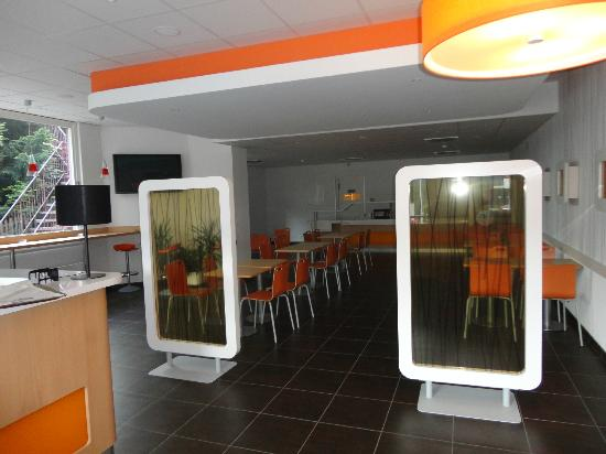 Ibis Budget Leysin : le hall d'accueil