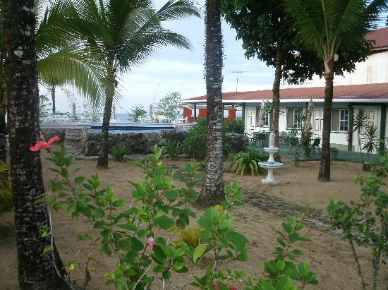 Hotel la Terraza: garden area with coral paths & pool