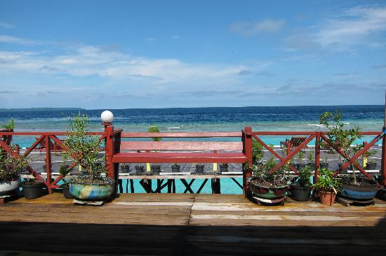 Maratua Paradise Resort: Dine with a view