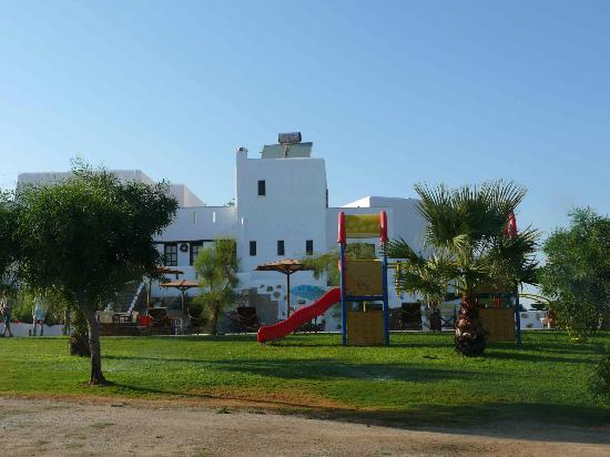 ناكسوس كاليميرا: Hotel and playground 