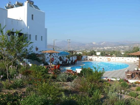 Naxos Kalimera Hotel: Hotel from the garden