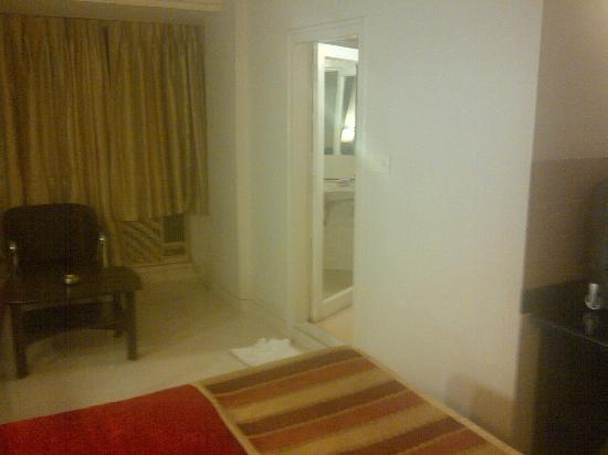 Avion Hotel: Room