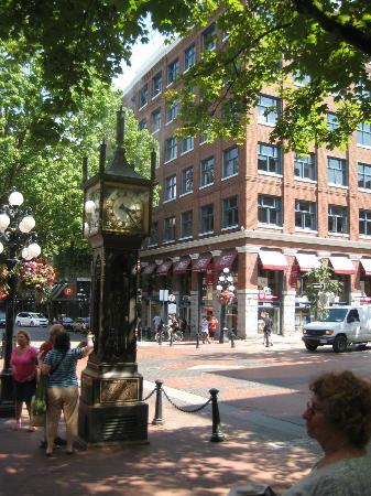 Taste Vancouver Food Tours : Steam Clock in Gastown
