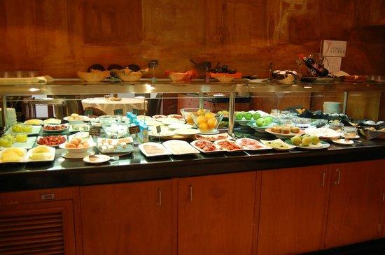 Silken St. Gervasi Hotel: Brekfast buffet