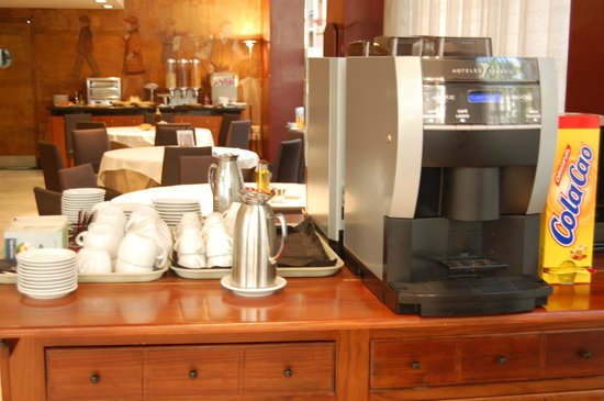 Silken St. Gervasi Hotel: Coffee and tea at breakfast
