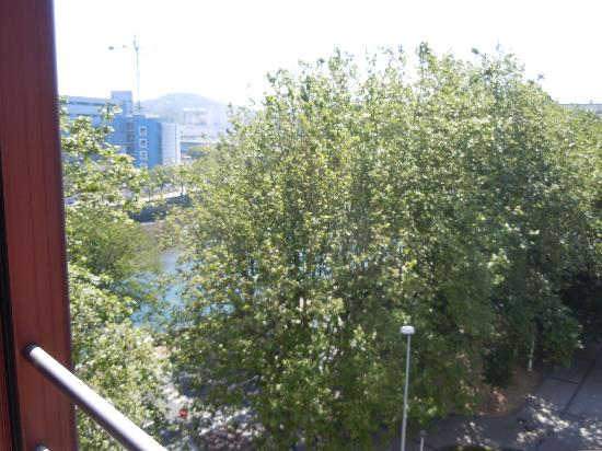 Silken Amara Plaza Hotel: View from room over river & road