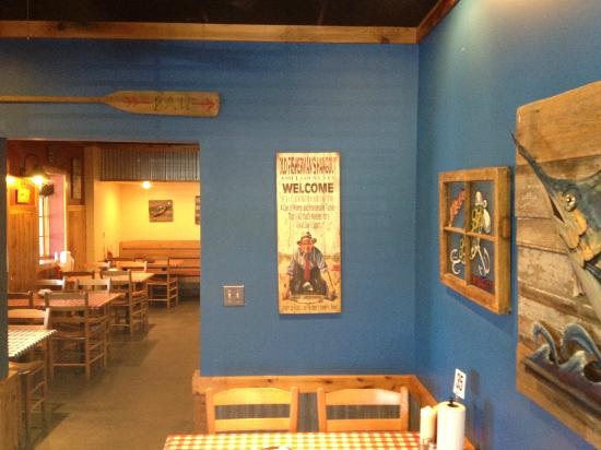 Walkertown Seafood Shack: Bright interior seating area