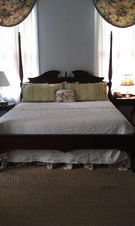 Barksdale House Inn: Bed in room 5