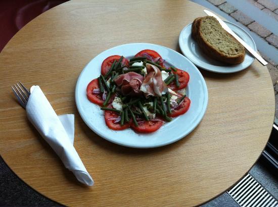 Rivergreen Centre Cafe: Tomato, Mozzarella & Green Bean Salad