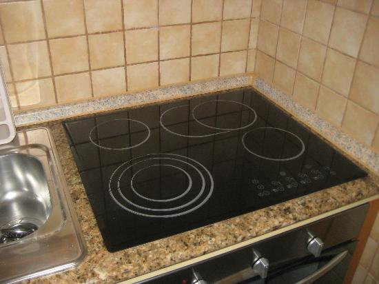 Bledea Apartments: Good quality hob!