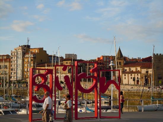 Hotel Asturias: Gijon port