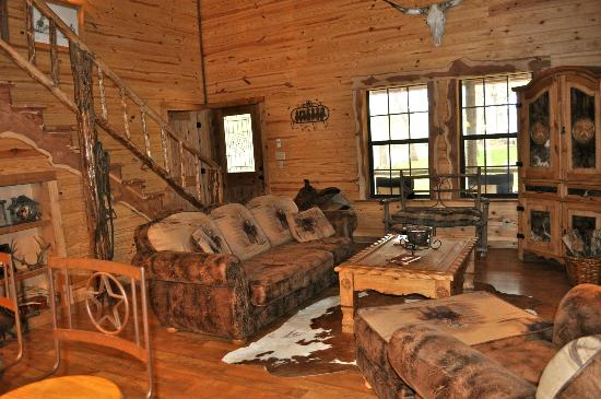 Pappy's Paradise Bed & Breakfast: Living area at The Texas House
