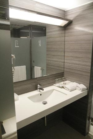 Dandy Hotel - Tianmu Branch: Bathroom: superbly supplied, clean, beautiful styling