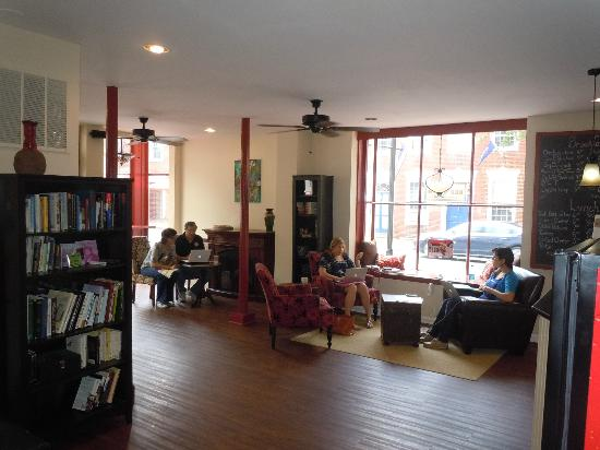 Red Hen Coffee House & Cafe: Comfortable seating area to work or relax