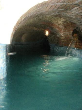 Punta Chiarito Resort Hotel Ristorante: grotta termale