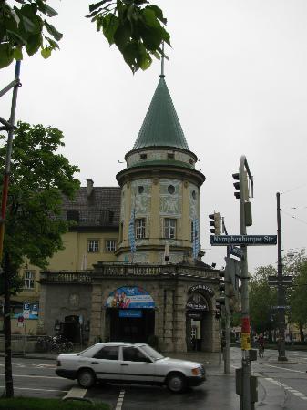 Hotel Montree: Пивной ресторан рядом
