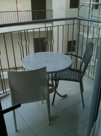 Le Meridien St. Julians: 5* but don't expect matching balcony furniture
