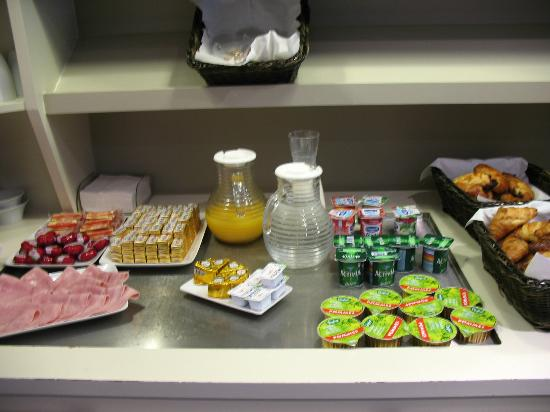 Timhotel Jardin des Plantes: The breakfast spread