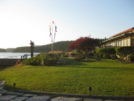 April Point Resort & Spa: Hotel grounds - very beautiful!