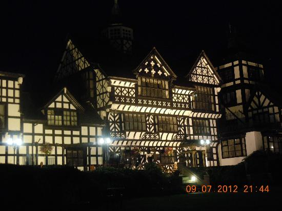Wild Boar Hotel: The Hotel at night