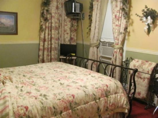Molly Brown Inn: Room