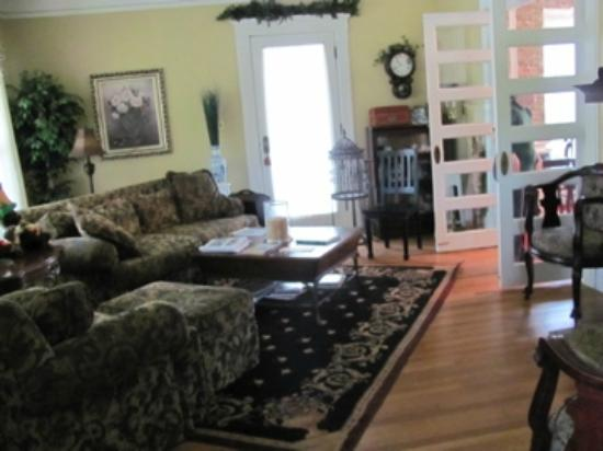 Molly Brown Inn: Common living area