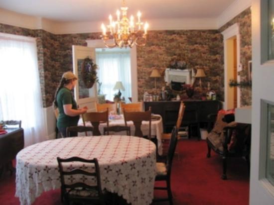 Molly Brown Inn: Dining
