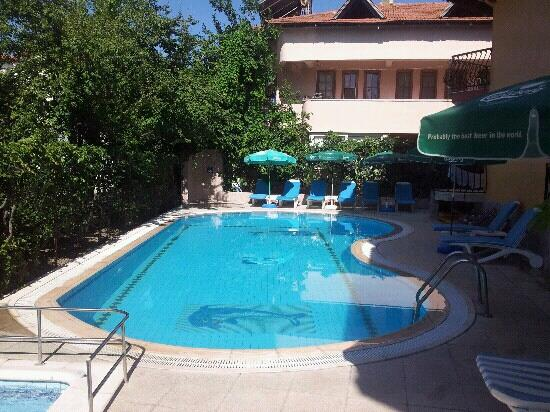 Mandal-Inn Hotel: pool