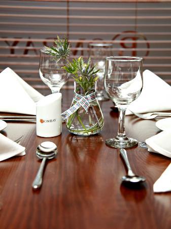 Bombay Lounge: Table set