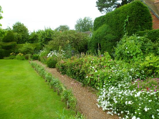 Langshott Manor Hotel Gatwick: another lovely part of the garden