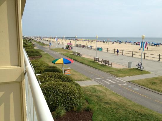 Quality Inn & Suites Oceanfront: Ocean front view from balcony looking down boardwalk and bike path