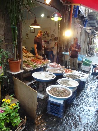Caravaggio Hotel: local shops beside hotel