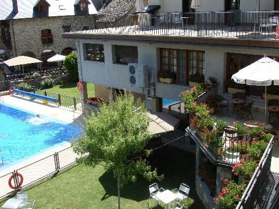 Hotel Villa de Torla: mooie tuin om te relaxen