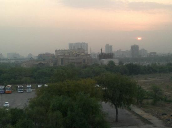 Leisure Inn West Gurgaon: Sunrise view from Window