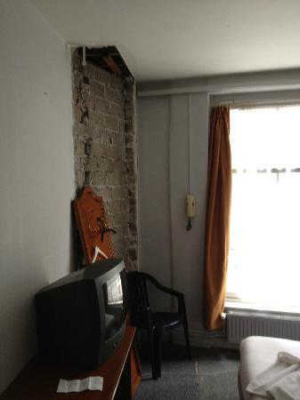 Hotel Cafe Corner House: Exposed wall, hole in ceiling, exposed wires and hole in floor!