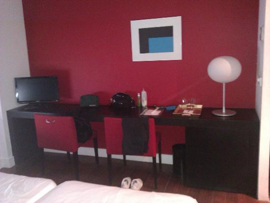 Hotel Marina Atarazanas : Habitación